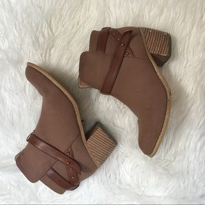 Brown ankle boots size 6.5